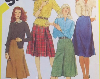Misses' Skirt Sewing Pattern, Simplicity 6359 Flared Fashion Skirt, Box Pleat or Inverted Pleat Detail Size 16 Waist 30 Pattern Destash