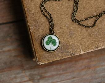 Four leaf clover necklace - St patrick leaf - Shamrock necklace - Saint patricks day - Green shamrock - Luck necklace (N109)
