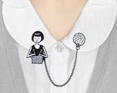 Enamel collar clips // Flapper knitting a scarf