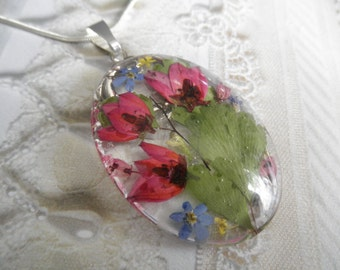 Ombre Pink Boronia,Pink Heather, Queen Anne's Lace,Forget-Me-Nots Pressed Flower Oval Glass Pendant-Gifts For 30-Symbolizes True Love, Peace