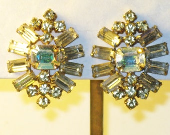 Vintage Large Clear Rhinestone Clip Earrings  (E-2-1)