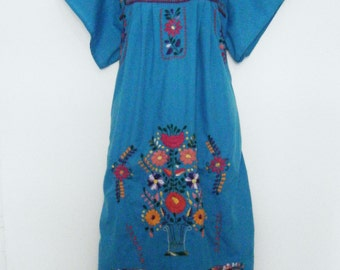 vintage 80s FLORAL hand embroidered PUEBLA Mexican sun DRESS in Blue, size l