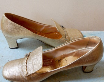 1960s Mod Party Shoes Thom McAn Gold Lame' High Braided Vamp Rhinestones Fleurettes Flirty Fascinators for the Feet