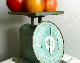 Antique Vintage Light Blue Metal Tin Kitchen Scale.  Rare American Family Scale.