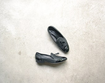 Vintage 90's black woven leather loafers, black spectators with brogue, size 7.5