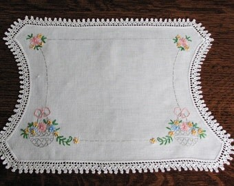 Embroidered Doily, Vintage Cloth Doily, Floral Doily, Vintage Linens