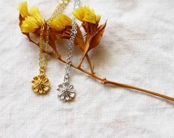 Tiny Daisy flower necklace / Chrysanthemum Flower Necklace / Flower Necklace / Everyday Necklace