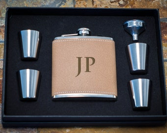 5 Personalized Groomsmen Gifts - FIVE Custom Engraved Leather Flask Gift Sets