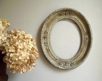 Antique Oval Frame / Gold and White Open Frame 1800s / Fruit and Leaf Gesso Plaster over Wood / Victorian Cottage Chic