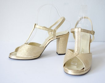 1960s vintage shoes / gold t-strap platform heels / size 8