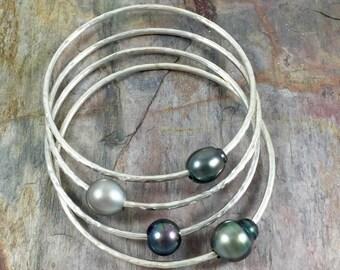 Tahitian Pearl Bangle, Sterling Silver, Hammered Bracelet, Hawaii Beach Jewelry, Bridal, Wedding, Mothers Day Gift Idea, Mermaid Fashion