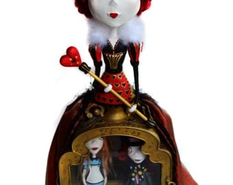 Red Queen - Queen Of Hearts - Alice In Wonderland - Tim Burton Inspired