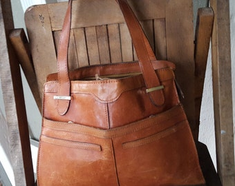 AGED   ///    Distressed 70s Leather Bag