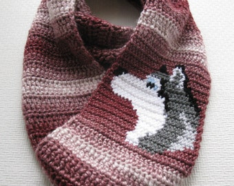 Husky Dog Scarf. Infinity crochet scarf with Siberian husky. Alaskan malamute scarf.