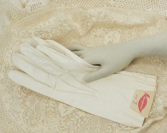 Vintage Soft Leather Lady's Gloves Creamy White Leather Gloves Never Worn with Original Tag Mid Century Hipster Leather Gloves