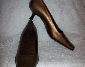 Vintage Ladies Metallic Copper Brown Leather Pumps by Aerosoles Size 9 Only 9 USD