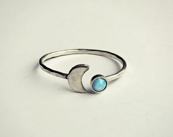 sterling silver moon blue opal ring, hammered ring, fire opal ring, moon ring, sterling silver jewelry