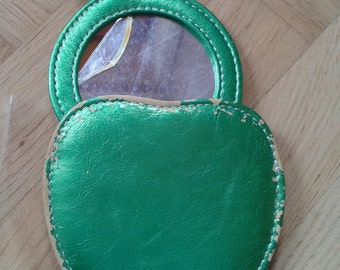 60s70s Vintage Lady purse mirror Pop/GREEN APPLE mirror, Vintage Beatlesmania Lady purse mirror Iridescent Green/Faux Leather/Unused