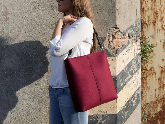 40% OFF - Large felt SHOULDER BAG with leather strap / burgundy crossbody bag / wool felt bag / tote bag / felt tote / made in Italy