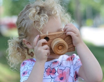 Organic Wooden Toy Camera - Pretend Camera for your Little Photographer - Photo Camera Prop - Imaginative Play Waldorf Montessori