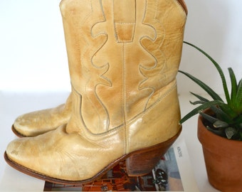 Vintage Womens Western Cowboy Boots, Beige Leather Boots with Heel, Size 7