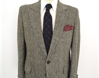Harris Tweed Sport Coat with leather knot buttons / vintage gray herringbone wool suit jacket / men's medium