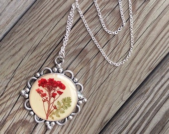 handmade jewelry, nature necklace, pressed flower, flower jewelry, unique gift for her, dried flower pendant, nature inspired, resin jewelry