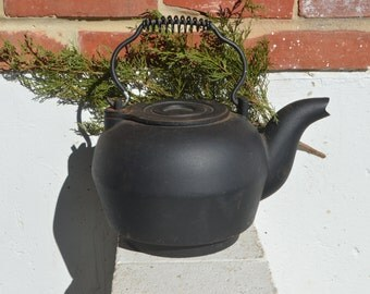 Vintage/Antique Cast Iron Kettle/Stove Top Wood Stove/Fireplace Hot Water Kettle