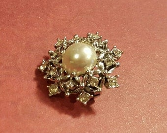 Vintage SARAH COVENTRY Scatter Pin, Estate 1960s, Snowflake Winter Holiday Clear Rhinestone & Faux Pearl Pin Brooch Small Lapel Scatter