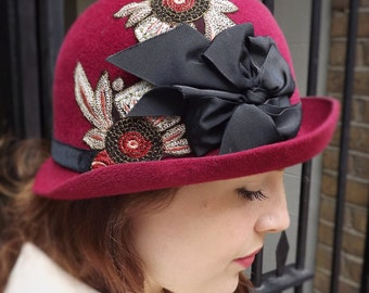 Red Felt Cloche // 1920s Art Deco Flapper Hat // Vintage Embroidery Bow