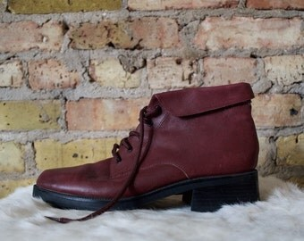 full strength 90s lace up leather booties / 8.5 - 39 / flat ankle boots / burgundy booties / lace up boots / leather ankle boots / oxblood