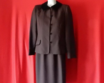 Sz 6 Skirt Suit - Velvet Collar - Suits Me - Made in USA - Wear to Work or Church - Professional Career - Office