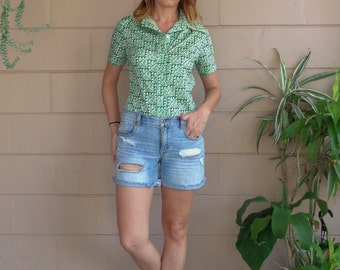 Vintage 70's Blouse / Button Down Green and White Abstract Print 1970s Small
