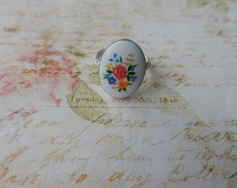 Sterling silver ring with floral vintage cabochon.