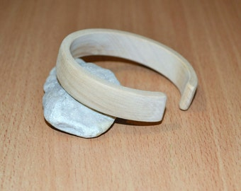 Wooden unfinished bracelet. 15 mm wooden bangle.  Flat round  with break bracelet.