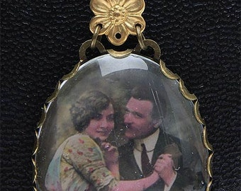"""Pendant Medallion """"lovers of 1920"""" pendant picture old colorized """"the lovers"""""""