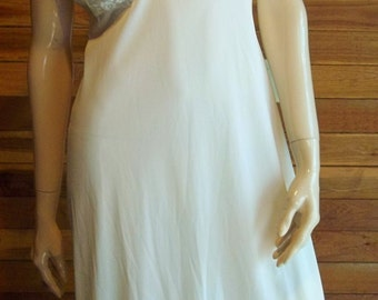 VINTage Lingerie 1960s VANITY FAIR White Size 36 T Full Slip with Lined Lace Bodice