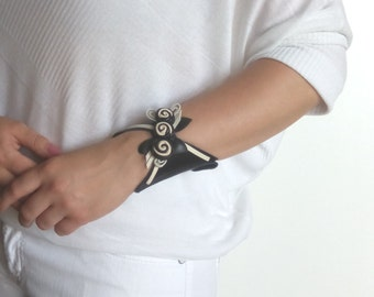 Woman leather wrist wallet / Party accessories/ Wristlet purse / Leather wallet bracelet / Black and white leather cuff / Wrist band