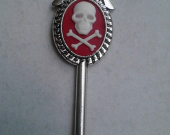 The Bloodless Skull Cameo key necklace