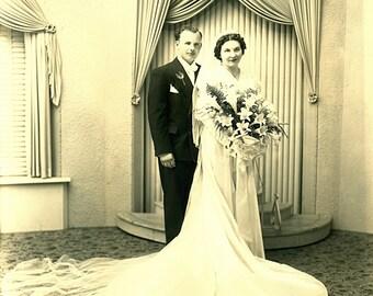 Instant Download Estimated 1920s vintage photo picture of bride groom at wedding Printable Vintage art print