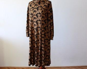 VINTAGE 70s AUTUMN DRESS Womens Lond Maxi Leaf Pattern Brown Caramel jersey Long Sleeves Unique ooak Warm Fall Winter Free Size