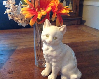 Vintage Hutschenreuther White Porcelain Cat figurine......Excellent condition......Handpainted....Germany......signed