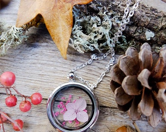Dried flowers locket, gift for woman, real flower necklace, terrarium jewelry, hydrangea pendant, mothers day gift, real plant necklace