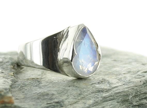 bague pierre de lune arc en ciel en argent taille 56 par apsarasv. Black Bedroom Furniture Sets. Home Design Ideas