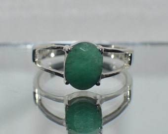Glamorous  2.30 ct.  Natural Emerald  in  .925 Sterling Silver