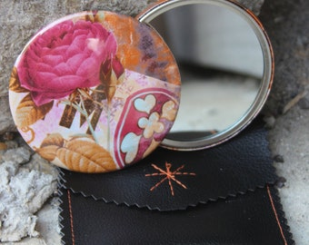 Pocket mirror pink with its faux leather pouch