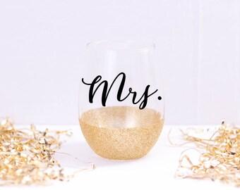 Mrs Wine Glass - Bride Wine Glass- Wedding Wine Glass - Glittered Wine Glass - Wedding Gift - Bridesmaid Gift