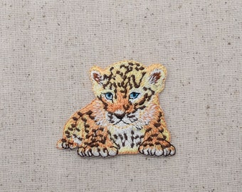 Cheetah Cub - Laying Down - Iron on Applique Patch - Embroidered Patch - 1516695