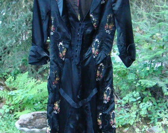 Authentic Victorian 1890s Satin Floral Brocade Gown - Size 4