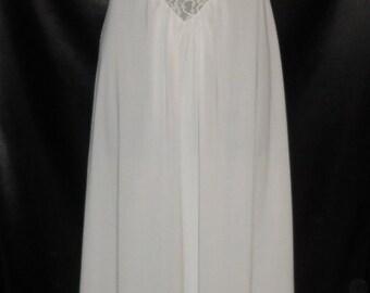 Pristine Vintage 1950's Vanity Fair White Nylon Nightgown 32